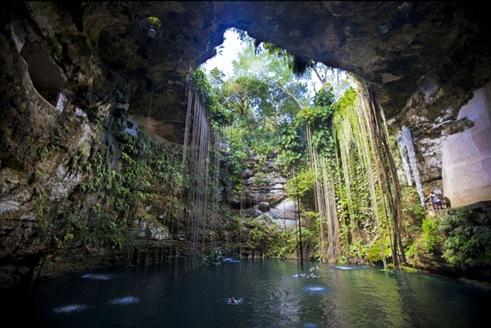 Ik-Kil cenote near Chichen Itza, www.yucatan-holidays.com/