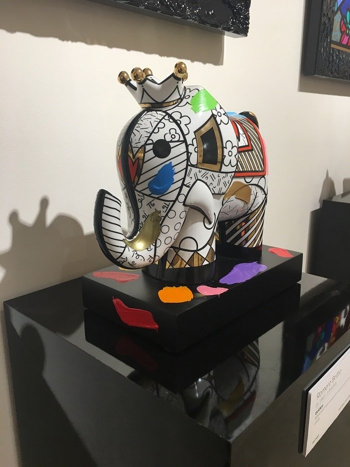 """Medium and large sculptures benefit from a pedestal. This is """"Golden"""" (2018) by Romero Britto"""
