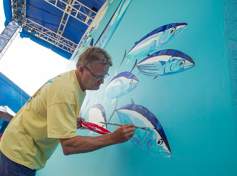 Guy Harvey in the process of painting his mural. (Sea World Parks & Resorts Orlando)