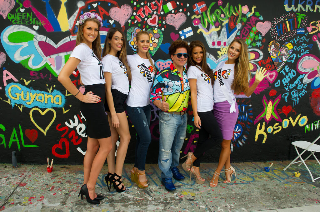 Romero Britto with the 2015 Miss Universe contestants outside of his Miami studio. (Photo courtesy of Miss Universe Organization L.P., LLLP)