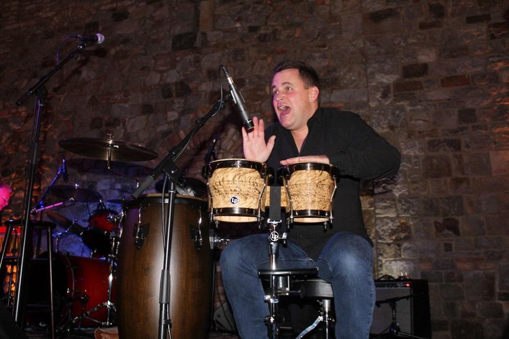 VIP auctioneer Jason Betteridge playing bongos with Gary Puckett and the New Union Gap