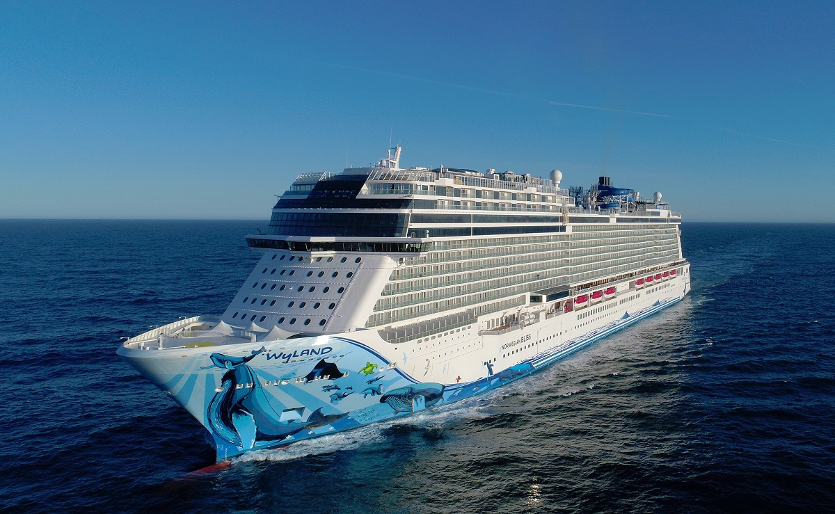 Norwegian Bliss at sea, featuring original hull art by Wyland. (Image courtesy of Meyer Werft)