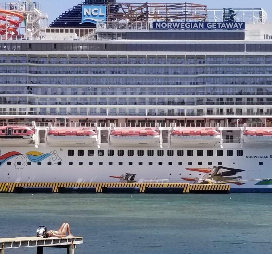 From @justice_pretty: Norwegian Getaway cruise ship art