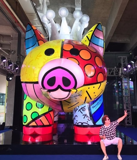 Britto posing in front of his sculpture in Fuzhou, China.