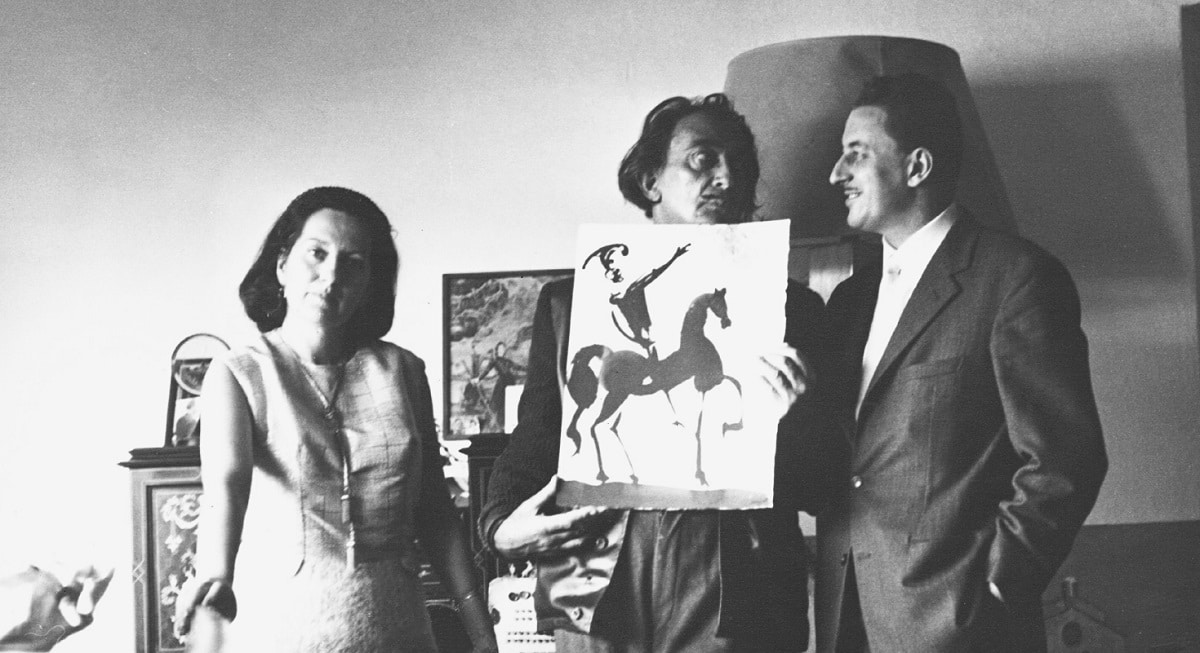 "Salvador Dalí presenting the Albaretto family with one of his ""Biblia Sacra"" watercolors (Photo credit: Eduard Fornés)"
